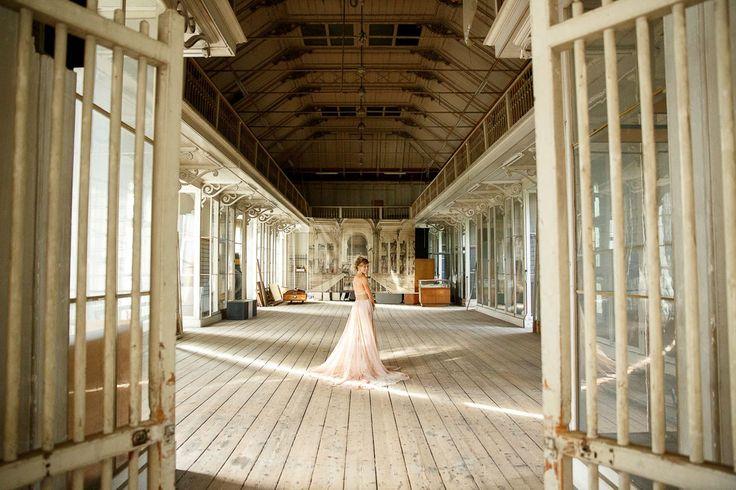Artis Amsterdam met grote ramen en industriële vintage uitstraling.