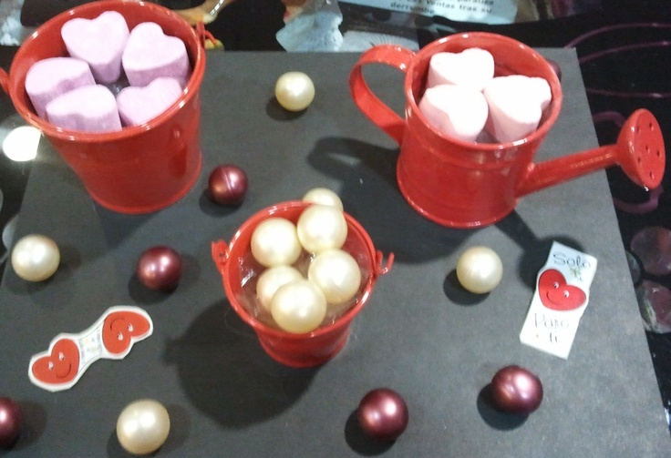 Corazones de sales y perlas de aceite de baño.