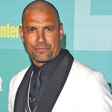 Best 25 Arrow Actor Ideas On Pinterest Hot Celebrity
