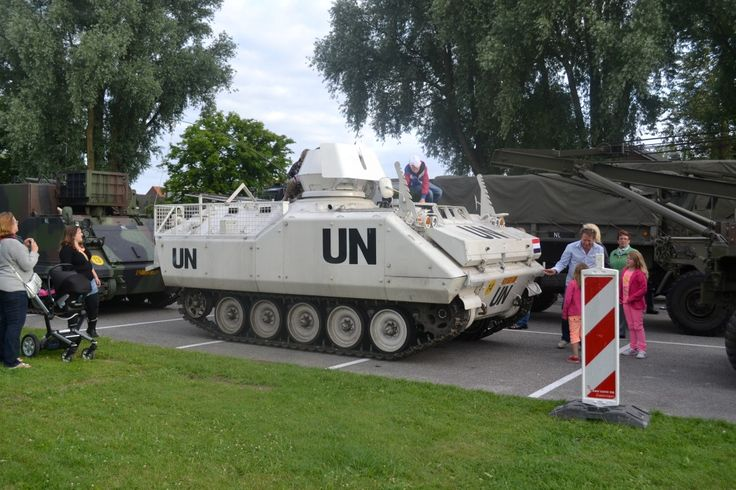 UN voertuig op parkeerplaats dorpstraat Zoetermeer.