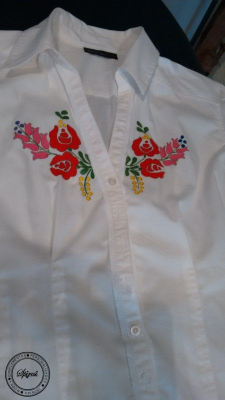 Camisa de señora,pintada a mano con motivos de Hungría.