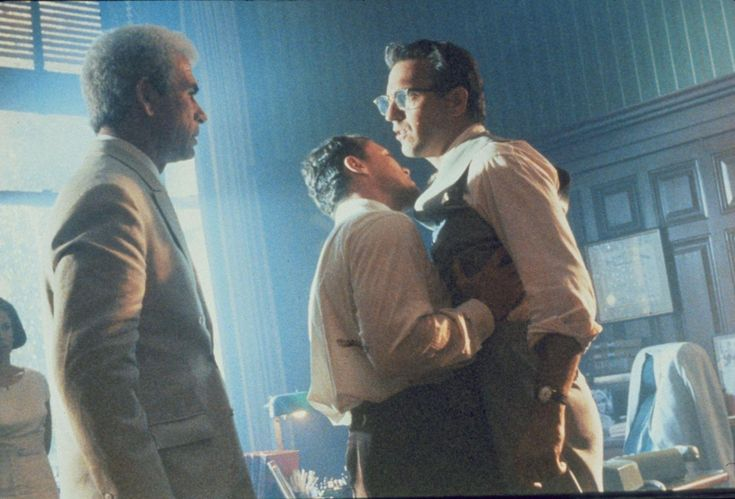 Still of Kevin Costner, Tommy Lee Jones and Jay O. Sanders in JFK (1991) http://www.movpins.com/dHQwMTAyMTM4/jfk-(1991)/still-2140975872