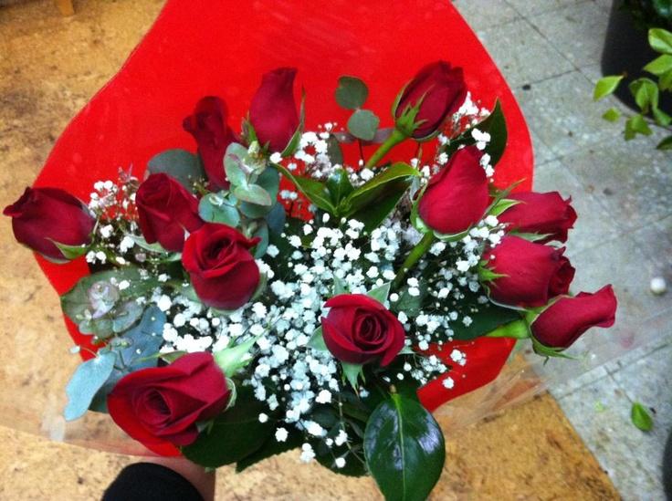 Ramo de rosas rojas con el que alguien celebrará hoy el Día Internacional de la Mujer #DiadelaMujer