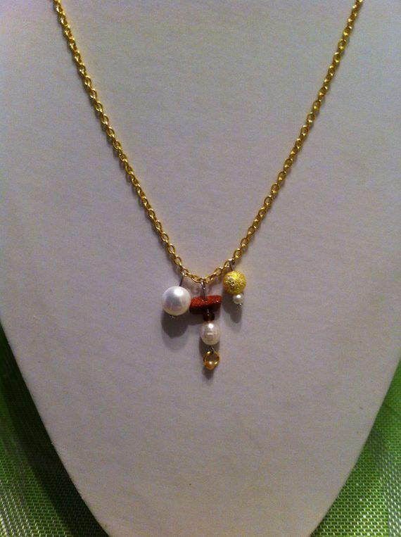 Collier fait à la main avec pierre semi-précieuse avec une vrai perle