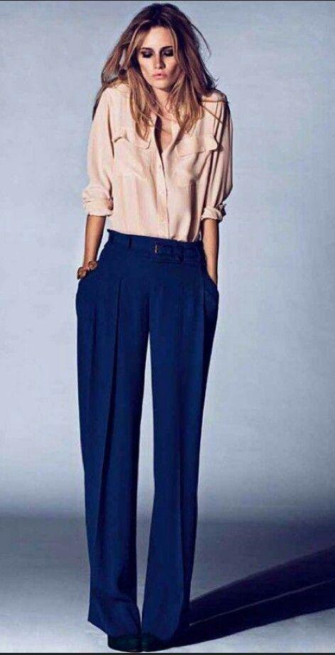 Elemento Legno. Nello stile: pantaloni palazzo, Nel colore blu.