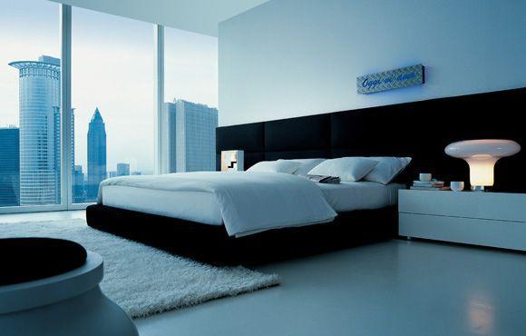 Esta cama es a la vez un cabezal y mural acolchado, formado por una serie de paneles que se suman, por lo que puedes adaptarlo a las medidas de tu dormitorio y hacerlo más o menos grande.