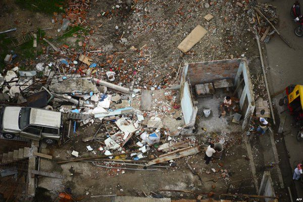 6.7 Earthquake Hits Ecuador's Coast http://www.voanews.com/content/earthquake-hits-ecuadors-coast/3335240.html #BREAKING #NEWS