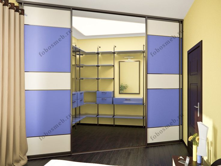 На фото: Угловая гардеробная смежная со спальней
