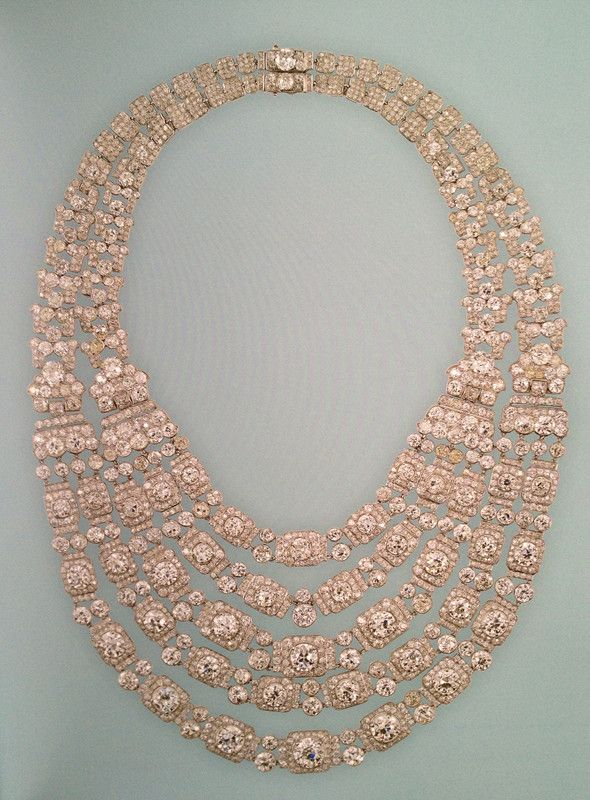 The Greville Festoon Necklace When Queen Elizabeth, the Queen Mother, first inherited it in 1929, it had a simple design of two swags and a single back. In 1938, Queen Elizabeth had Cartier construct a three more swags to fit in the original two.