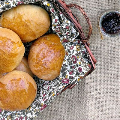 The Fluffiest Bread Buns Ever