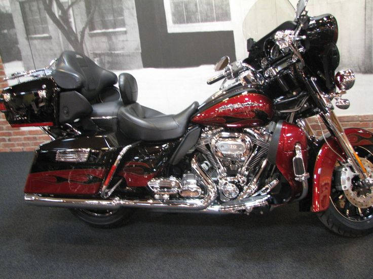2011 HarleyDavidson® CVO FLHTCUSE6 CVO™ Ultra Classic