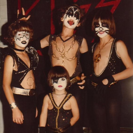 KIDS DRESSED UP AS KISS: