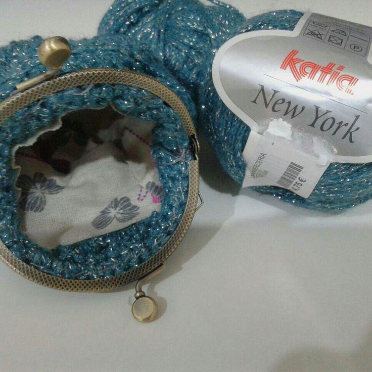 Monedero a crochet con lanas katia