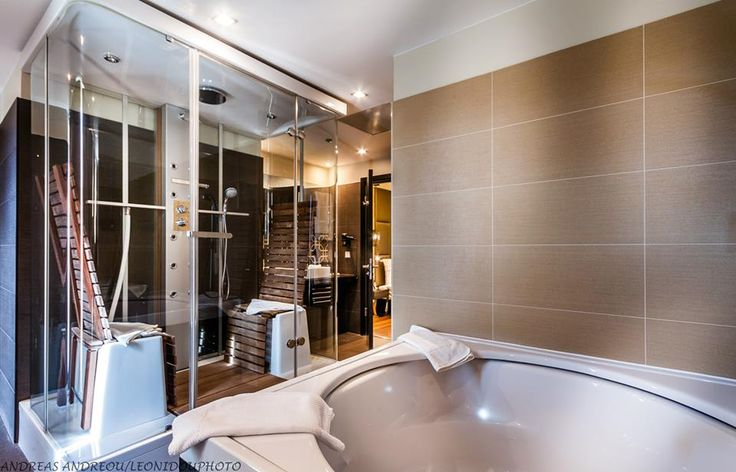 Bathroom of the Continental Suite