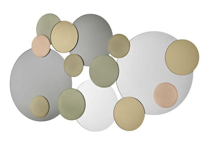 Specchio da parete formato da cerchi di diverse dimensioni nei colori fumè, bronzo, oro, rosa e grigio