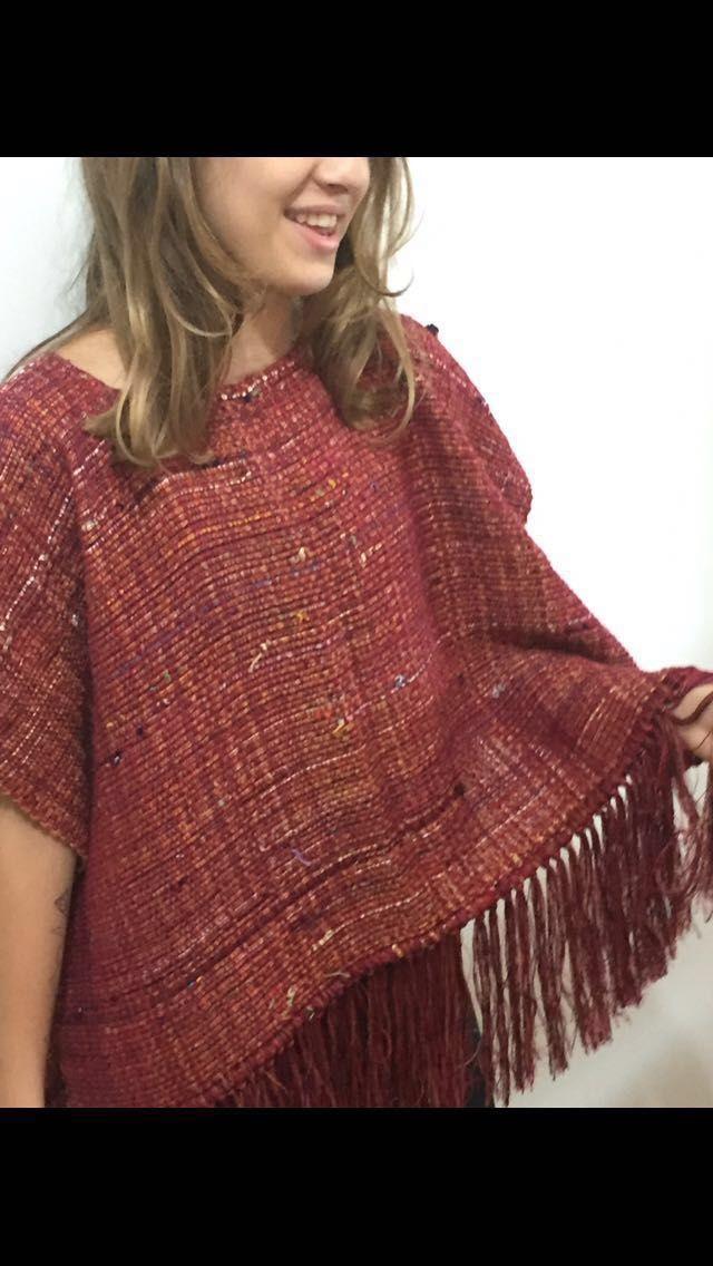 poncho em lã feito com tecido em tear manual