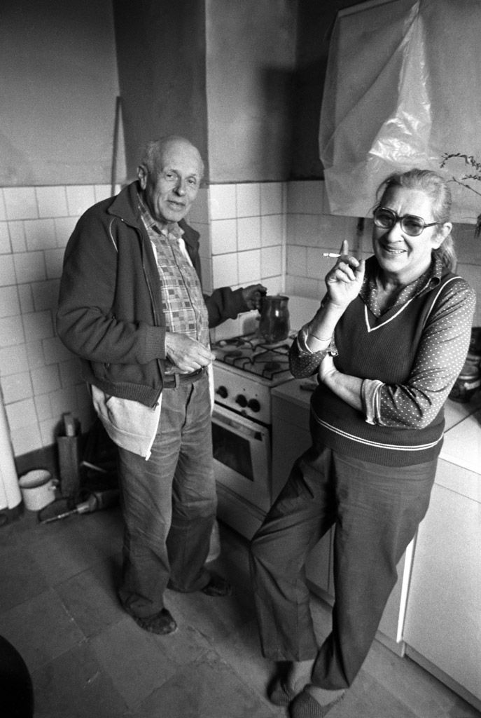 Andrei Sakharov at home in his kitchen with wife Yelena Bonner. 1987 © Yuri Rost