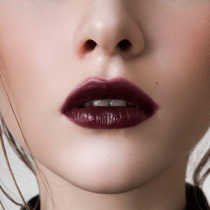 Ciemne szminki, pomadki w ciemnych kolorach, ciemne usta
