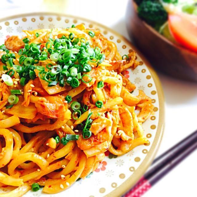 久しぶりに休日のランチで 手料理しました✨ キムチが食べたかったので(^-^) - 16件のもぐもぐ - 豚キムチ焼きうどん by Miyazaki Nami