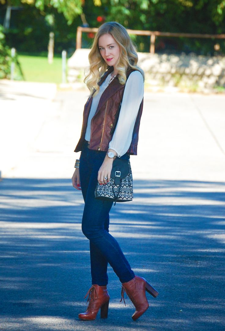 #FallLookReport blogger @Justina Skerbeck Girl styled this fab outfit!