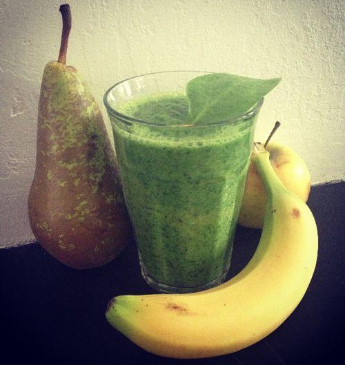 1 aple  1 banana  1 pear  250 grams baby spinage  1 stok stick celery  300 ml water/ almond milk