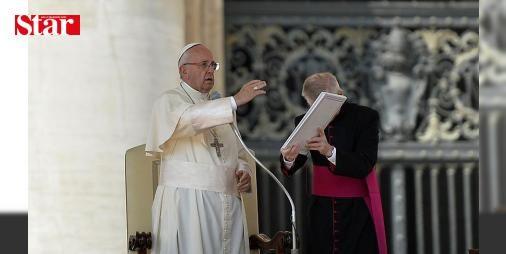 """Papa Halep saldırısına tepki gösterdi: Katolik aleminin ruhani lideri Papa Franciscus Halepteki saldırılara ilişkin """"Bu bombardımanların sorumlularına vicdanlarına sesleniyorum ki onlar Tanrı önünde hesap vermek durumunda kalacaklar."""" değerlendirmesinde bulundu.  #Halep #Papa #Tanrı #onlar #sesleniyorum"""