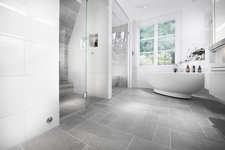 Fantastiskt badrum med Bricmate Limestone Light Grey