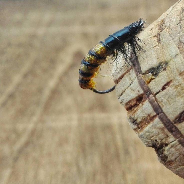 """"""" #flytyingwithwhiskey #hendshooks #larva #larvae #czechnymph #czechnymphing #flytying  #perhonsidonta #troutcandy #flytyingjunkie #flugbindning…"""""""