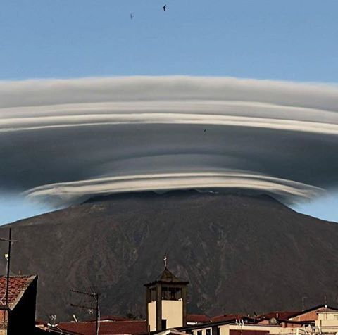 Multilayered huge lenticular cloud over Mt. Etna Sicily yesterday 14/6/2016 Photo's by shitsuren_brokenheart, Giuseppe Famiani and e_tempo_di_cambiare
