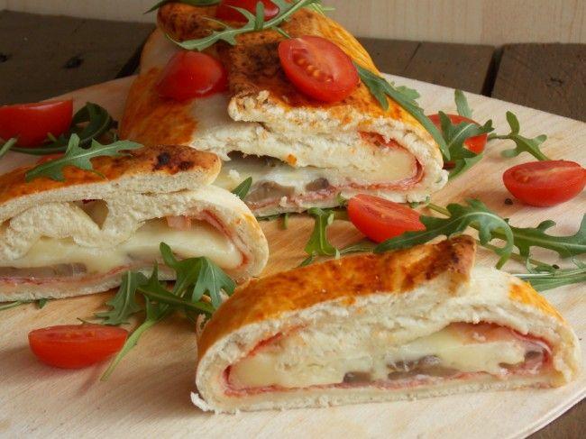 Pizza arrotolata, semplice e golosa, perfetta per antipasti o buffet personalizzabile a proprio gusto