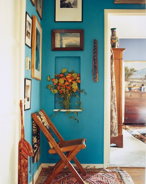 How to Decorate a Hallway that Pops | Trend Center by Rugs Direct #blue #gallerywall