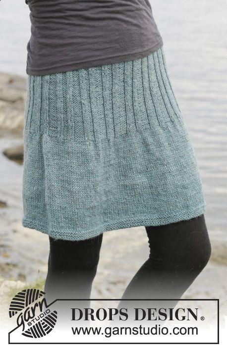 """Gebreide DROPS rok in tricotst met boordsteek, van boven naar beneden gebreid van """"Karisma"""". Maat: S - XXXL. ~ DROPS Design"""