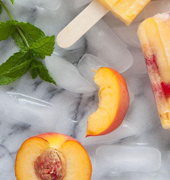 2 X ZELF GEZONDE FRUIT-IJSLOLLY'S MAKEN ● Hoe je zelf gezonde ijslolly's van vers fruit kunt maken.  Heel lekker wanneer het warm is en gezond bovendien!  Als jij morgen ook zo'n verfrissende versnapering wilt, maak dan vandaag nog jouw eigen fruit-ijslolly's...  Recepten >> https://hallosunny.blogspot.nl/2016/07/2-fruit-ijslollys.html