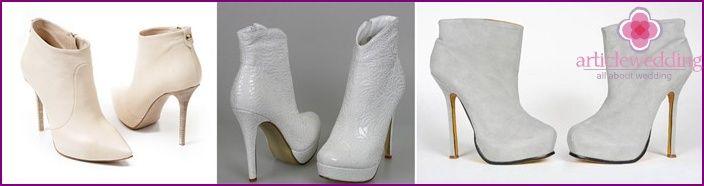 Witte schoenen voor de bruiloft -, laarzen en enkellaarsjes, foto's