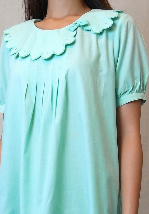 Scallop peter pan. Cute take on the peter pan collar, not just scalloped but ofset also.