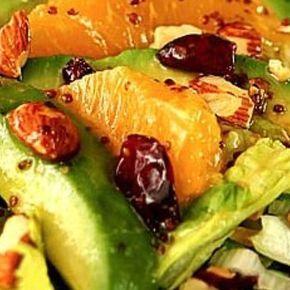 No dejes de preparar esta deliciosa ensalada con trozos, naranja, arándanos secos, almendras, aguacate, lechuga romana, cebolla picada en julianas y aderezo de mostaza y miel.  Colocarle el aderezo antes de servir. Yummy! #foodporn #foody #comida #receta #salad #ensalada #cranberries #orange #healthylifestyle #loveit #delicious #gastronomia #asilovecamila #tips #Padgram