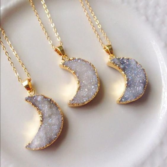 BACK IN STOCK! Beautiful necklace made of natural Druzy Quart Stone. Each moon i…