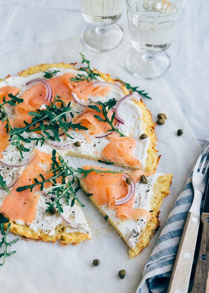 Rostipizza Met Gerookte Zalm Uit Pauline S Keuken Recept Gerookte Zalm Zalm Gevulde Aardappelen