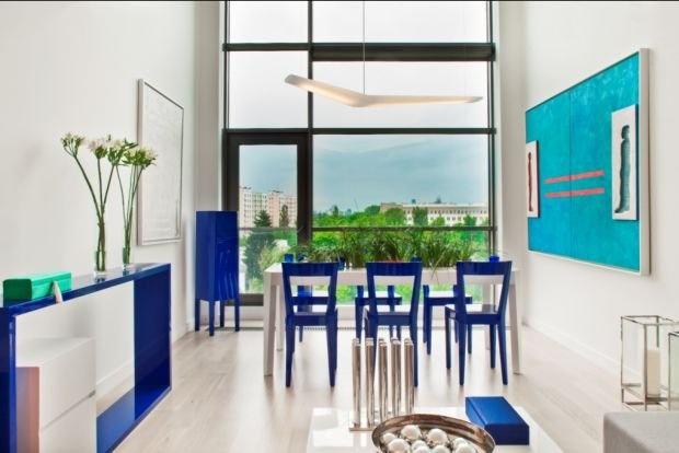 Apartament Oslo cadeiras coloridas