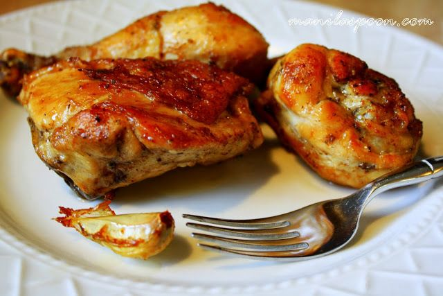 POLLO AL AJILLO (CHICKEN WITH GARLIC) - such a simple and easy recipe that turns out into a moist and flavorful chicken dish! Yum!