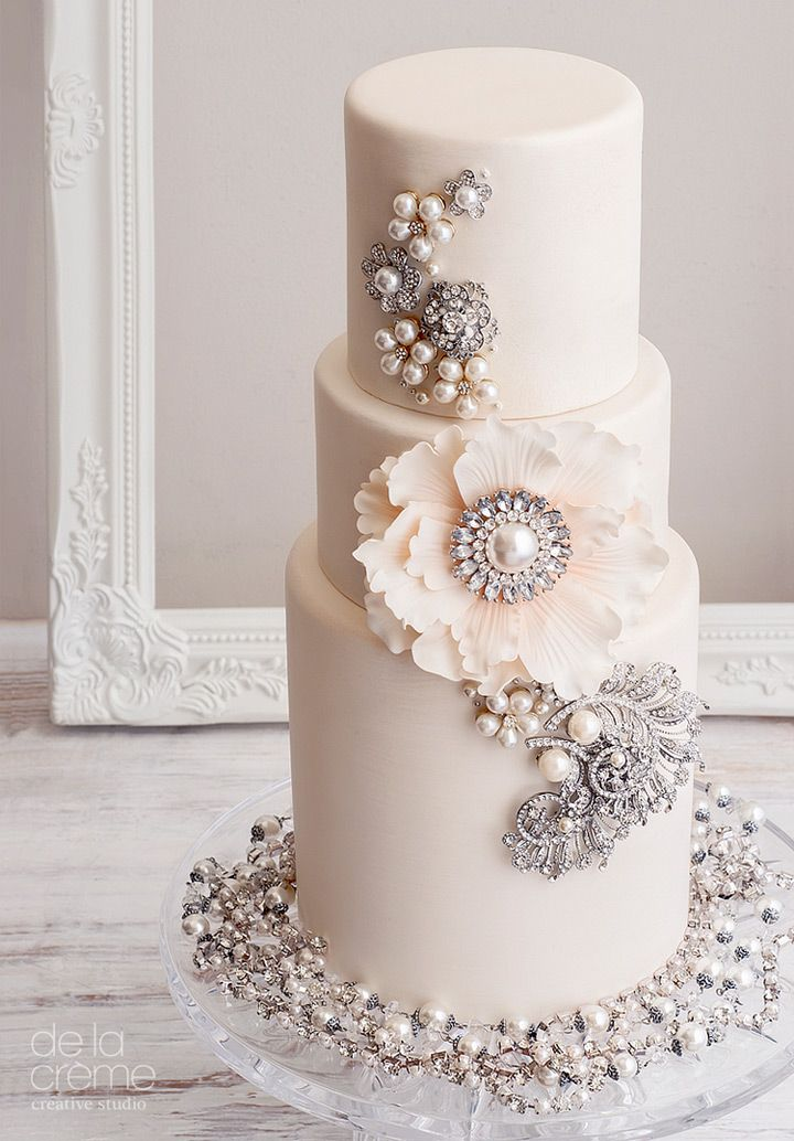 Blinged out wedding cake ~ we ❤ this! moncheribridals.com