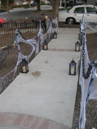 quick easy haunted stanchions solved my need for a lot of fencing halloween progress fence solution