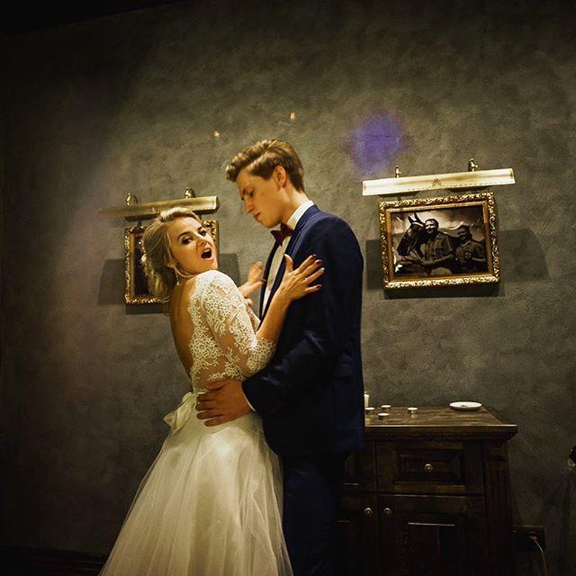 Делюсь с вами карточкой со свадьбы  Никиты 🤵🏻и 👰🏼 Екатерины.  Вся серия на моем сайте.  С удовольствием фотографирую ваши замечательные семейные мероприятия 🎉Открыта запись на лето-осень. Свободных дат все меньше 😌 * #potlov_photo#свадебныйфотограф#свадебнаяфотография#свадебныйфотографмосква#свадебныйфотографспб#свадебноефото#фотографнасвадьбу#фотографвмоскве#фотографспб#lovestory#любовь #evedeso #eventdesignsource - posted by POTLOV_PHOTO | Фотограф Москва…