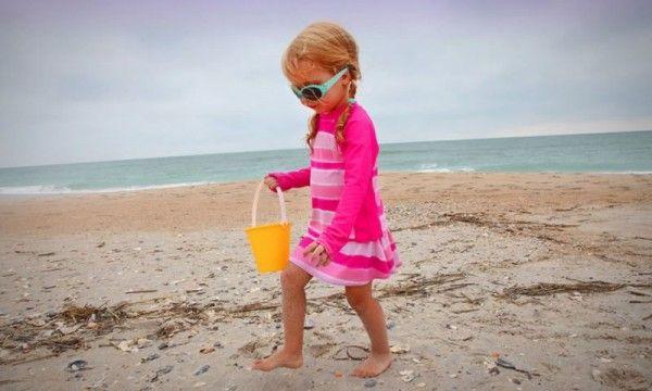 a caccia di conchiglie #conchiglie #mare #spiaggia #bambini #divertimento  http://www.mondofantastico.com/divertimenti-in-spiaggia-a-caccia-di-conchiglie/