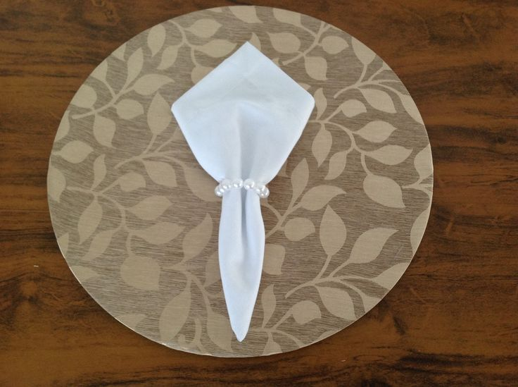 Sousplat com capa de tecido removível