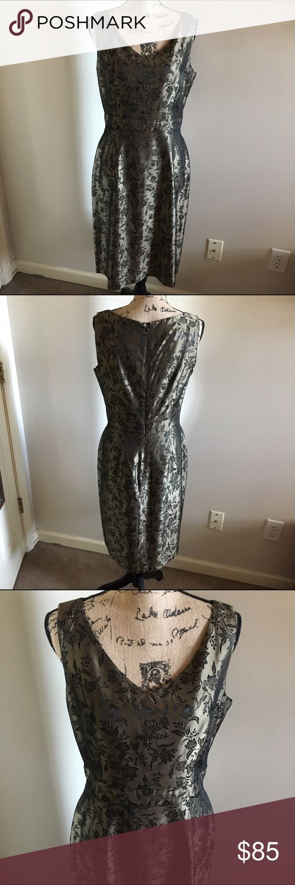 Beautiful Donna Ricco Dress Knee length V-Neck dress. Beautiful metallic gold color and design. Great for the holidays.  Excellent Condition. Donna Ricco Dresses