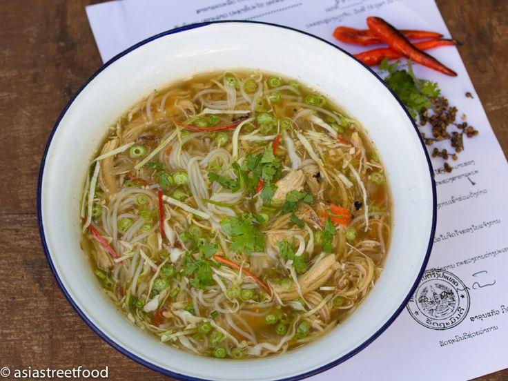Hühnersuppe Xieng Khouang mit Szechuan-Pfeffer - Keng Kai Xiengkhuang - Zu finden auf: https://asiastreetfood.com/rezepte/huehnersuppe-xieng-khouang-mit-szechuan-pfeffer/