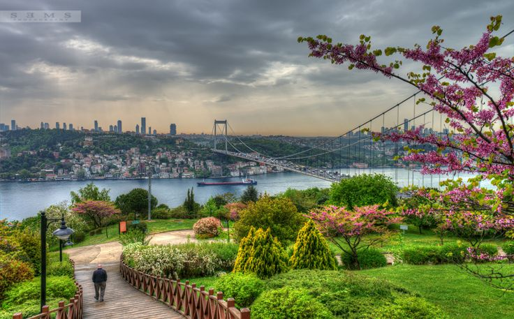 One should gaze on Istanbul