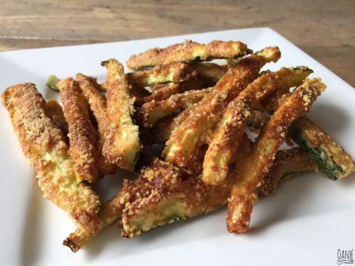 Tijd voor een snack! Deze courgette sticks zijn leuk als tussendoortje, snack of een borrelhapje :) Courgettes met een crispy bite! Erg eenvoudig en lekker :) Ingrediënten 1 persoon: 4khd per porti…