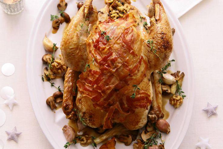 Traditioneel lekker, deze goedgevulde kalkoen. Zo maak je zeker indruk bij het kerstdiner - Recept - Kalkoen gevuld met paddenstoelen - Allerhande